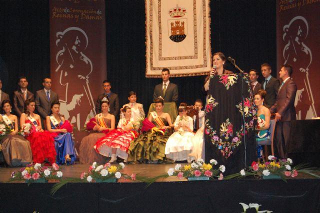 Reina De Las Fiestas Blanca 8444