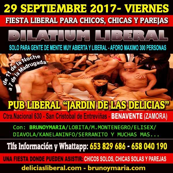 Chicas Liberales Solas En El Pub 9125